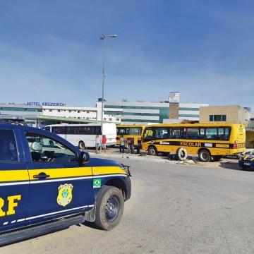 Trinta e oito veículos irregulares que transportavam estudantes são recolhidos pela PRF-PE
