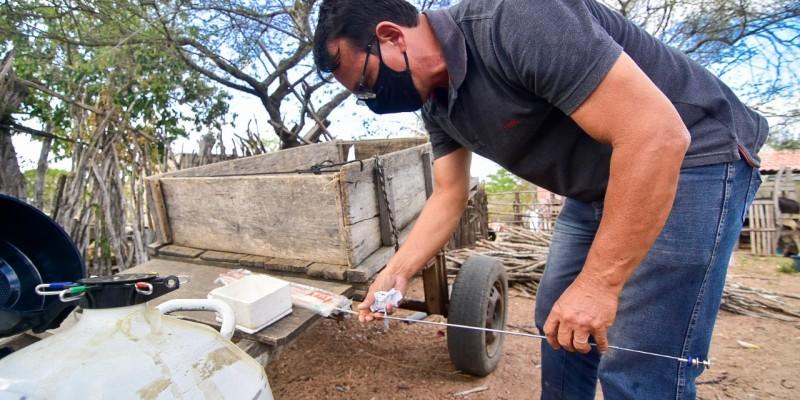 A Prefeitura está oferecendo gratuitamente o serviço de inseminação artificial em bovinos aos pequenos produtores rurais