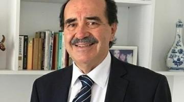 Médico e político completa 7.5