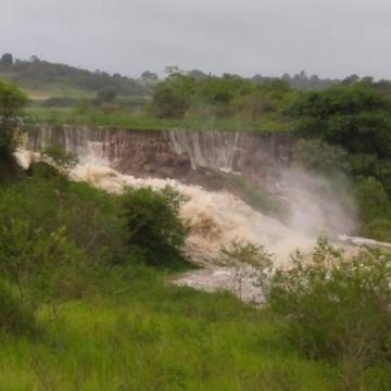 Barragem em Sairé se rompe após fortes chuvas