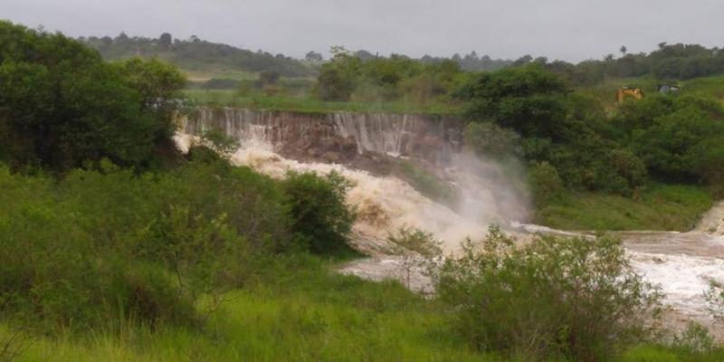 Com o rompimento,a água está avançando no sentido Barra de Guabiraba e Cortês, na Zona da Mata pernambucana