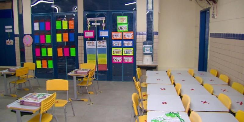 Segundo o município, os profissionais vão atuar nas escolas de forma temporária