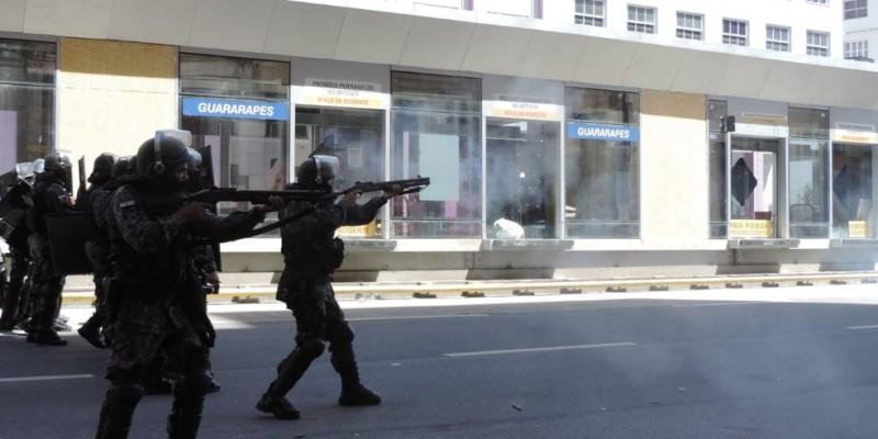 O tratamento dado pela Polícia Militar de PE aos manifestantes contrários ao governo do presidente Bolsonaro, ainda repercute