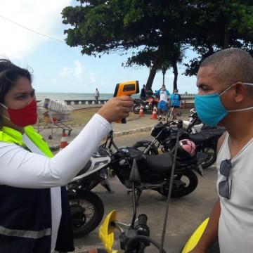 Em Olinda, ação educativa auxilia motociclistas no combate à Covid-19