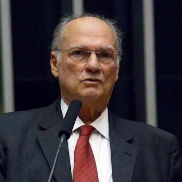 Presidente do Cidadania, Roberto Freire, defende terceira via e cita nomes de Ciro Gomes e Eduardo Leite