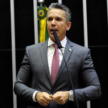 Conselho do PSB espera explicação de Felipe Carreras até próxima segunda-feira (21)
