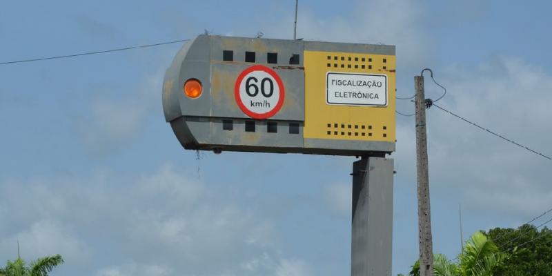 Além das lombadas, a Polícia Rodoviária Federal (PRF) também irá reforçar a fiscalização das estradas.