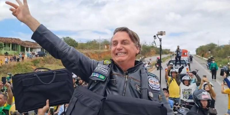 Ao fim do discurso Bolsonaro disse sua marca - Brasil acima de tudo, Deus acima de todos - e encerrou com um grito eufórico.