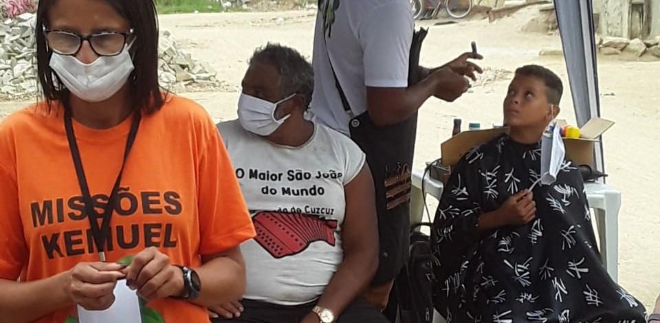 'Missões Kemuel' realiza ação solidária na Vila do Aeroporto, em Caruaru
