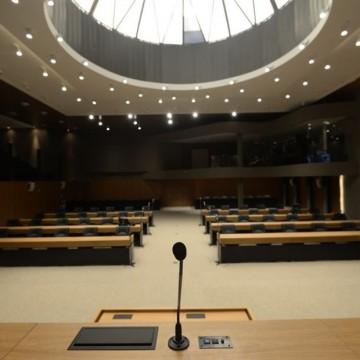 Alepe aprova projeto sobre uso de móveis e terrenos do Estado