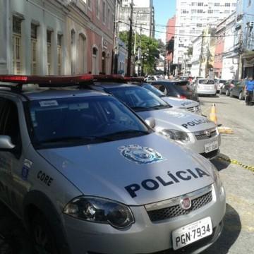 Policiais militares ficam feridos ao fugirem de disparos de arma de fogo