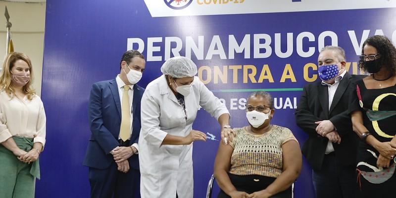 Trabalhando há 30 anos no HUOC, Perpétua do Socorro Barbosa dos Santos, de 52 anos, não foi contaminada mesmo na linha de frente dos cuidados contra o Novo Coronavírus