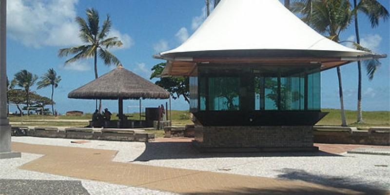 Banho de mar também foi liberado pela prefeitura do Recife. O uso de cadeiras, guarda-sóis e isopor na faixa de areia continuam proibidos