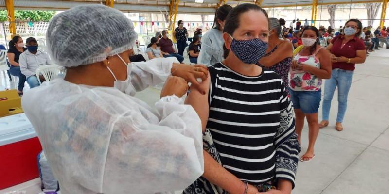 Os demais grupos prioritários, que por ventura ainda não foram vacinados, também podem buscar a imunização