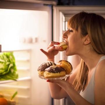 Compulsão alimentar durante o isolamento social