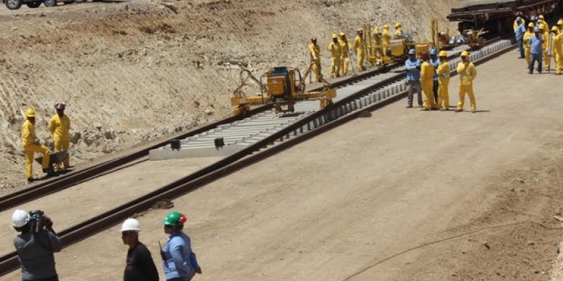 O Governo de Pernambuco comemorou a retomada e disse que vai montar um grupo de trabalho para acompanhar o cronograma do projeto
