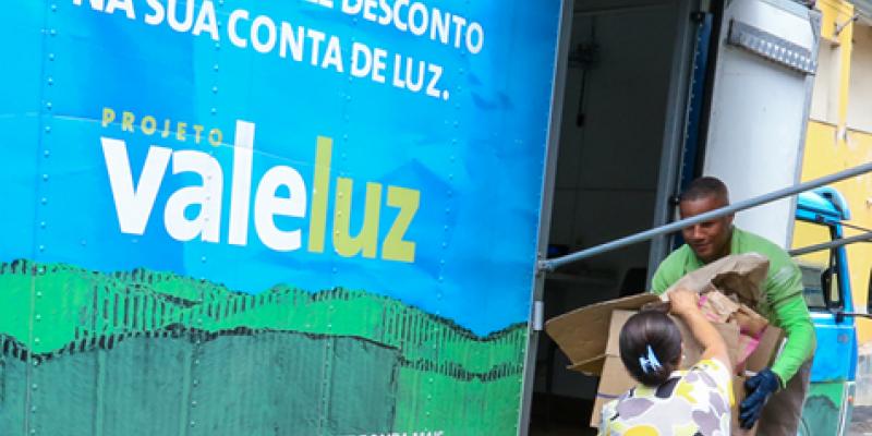Projeto Vale Luz da Celpe vai estar em mais de dez locais diferentes, apenas nesta semana, com a finalidade de recolher os resíduos sólidos dos clientes em troca do benefício na fatura