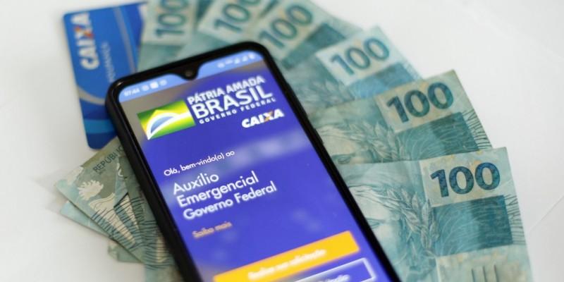 Em entrevista concedida ao programa CBN Recife, o especialista em direito previdenciário destacou quais foram as principais mudanças do benefício de R$ 300 reais, que poderá ser sacado em quatro parcelas até 31 de dezembro de 2020