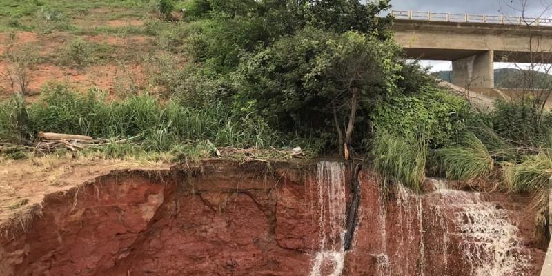 Rompimento de reservatório ameaça municípios de Pernambuco e Alagoas.