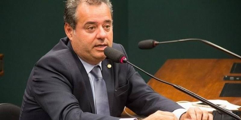 Danilo Cabral reforçou a necessidade de imunizar esses profissionais