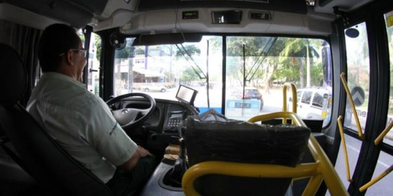 Três empresas que operam no Grande Recife foram obrigadas a reconduzir os trabalhadores dispensados em março deste ano ao quadro de funcionários