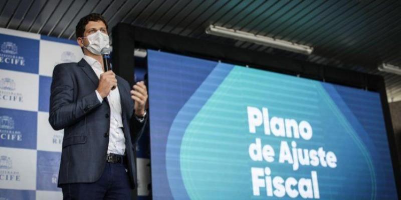 O Plano de Ajuste Fiscal, anunciado pelo prefeito João Campos, tem o objetivo de promover o equilíbrio fiscal.