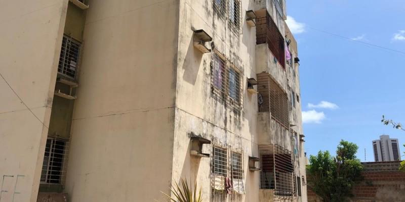 Atualmente, o prédio é habitado por cerca de 30 famílias que moram no local há dois anos