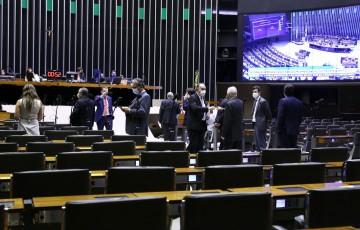 Câmara aprova MP que adia início da vigência da lei de dados