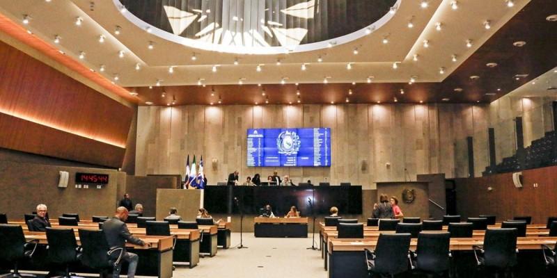 O Colegiado será composto por cinco titulares e cinco suplentes indicados pelas lideranças do Governo e da Oposição