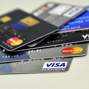 Taxa média de juros para famílias cai, diz Banco Central