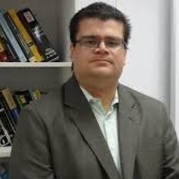 Cristiano Pimentel é procurador do Ministério Público de Contas de Pernambuco