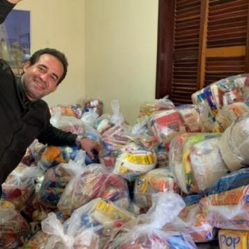 """Campanha """"A fome não pode esperar"""" distribui duas mil cestas básicas neste domingo"""