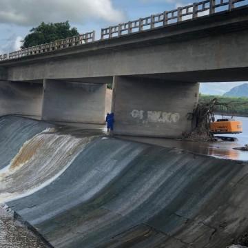 Obras na barragem de Águas Belas são feitas para correção da estrutura