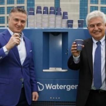 """Bolsonaro anuncia construção de fábrica """"que extrai água do ar"""""""