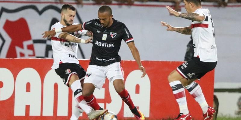 Com mais de 25 mil torcedores no Arruda, o Santa Cruz não jogou bem e perdeu para o líder da competição por 2x0.