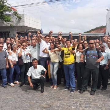 Rodoviários fazem protesto contra demissões e suspensões de salários