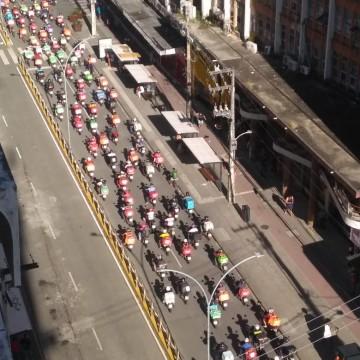 Entregadores de aplicativos fazem protesto no Centro do Recife