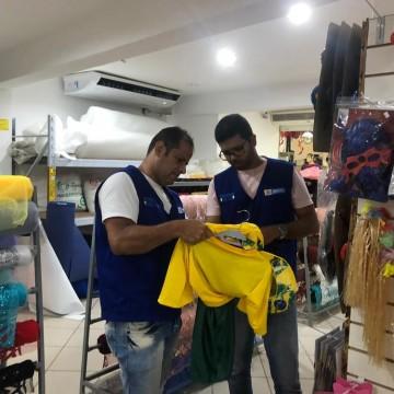 Procon Recife recolhe artigos carnavalescos irregulares