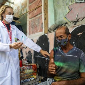 Vacina da Janssen tem uso prioritário na população de rua no Recife