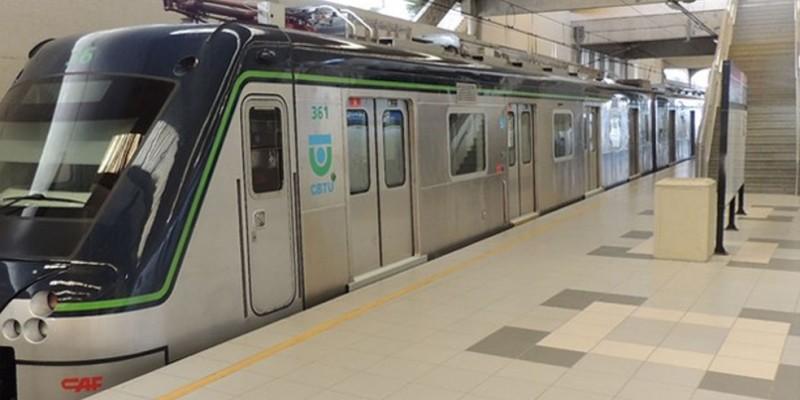 As estações foram reabertas às 12h35