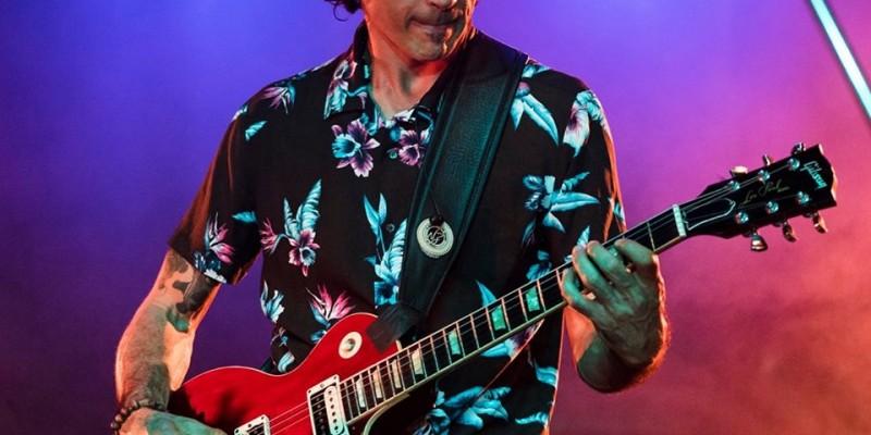 Guitar Hero da Nação Zumbi assina disco com influências caribenhas