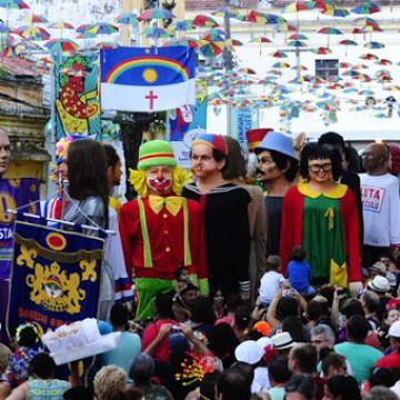 Tradicional encontro de bonecos gigantes não percorre as ladeiras de Olinda nesta terça-feira de Carnaval