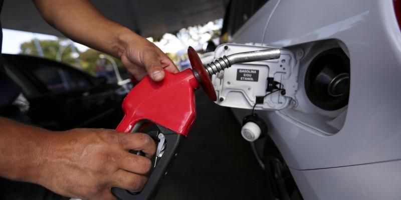 De acordo com a Petrobras, a gasolina aumenta, em média, R$ 0,16 (6,3%)