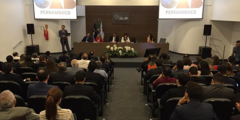 O evento é realizado pela ordem dos advogados do Brasil, Seccional Pernambuco e conta com nomes importantes da área de direito eleitoral do país