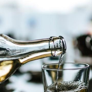 Produtores de cachaça vão doar 70 mil litros de álcool etílico
