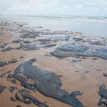 Sobe para 53 número de municípios afetados por mancha de óleo no Nordeste