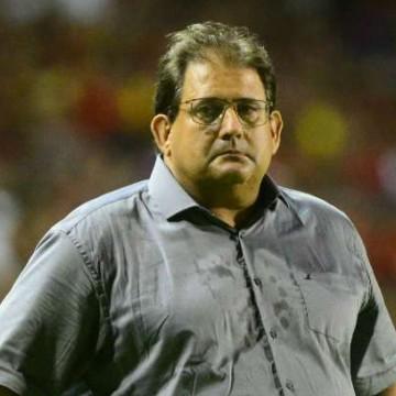 Preocupado com atuação, Guto Ferreira pede desculpas à torcida do Sport
