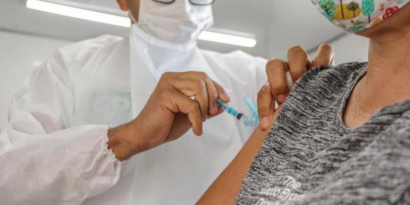 Nesta nova etapa, trabalhadores da educação poderão ser imunizados