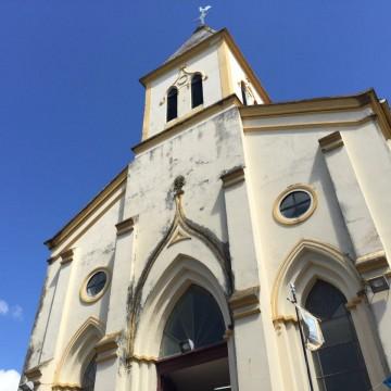 Católicos celebram nascimento de São João com missa no Recife