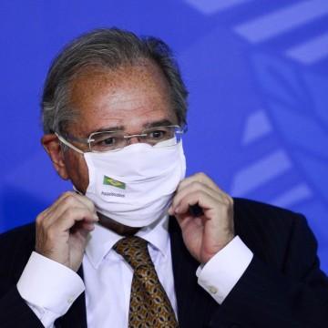 """Paulo Guedes diz que Brasil """"volta aos trilhos"""" com criação de empregos"""